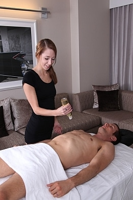 lola-hunter-massage-scene
